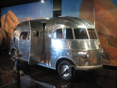 1940 House Car by J. Roy Hunt -- could this have been where Airstream got their idea? Airstream Caravans, Camper Trailers, Airstream Motorhome, Airstream Interior, Rv Campers, Vintage Caravans, Vintage Travel Trailers, Vintage Campers, Vintage Airstream