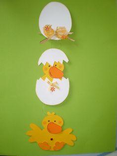 FENSTERBILD - Kükenkette - Frühling- Ostern -Dekoration - Tonkarton! - EUR 11,90. Hallo, willkommen ... Sie kaufen hier ein selbst gebasteltes Fensterbild / Türdekoration / Spiegel - Schmuck - Deko... ~~~~~~~~~~~~~~~~~~~~~~~~~~~~~~ Die süße Osterkette ist bereit für die Osterzeit. Sie ist ein Hingucker in jedem Fenster. ****************************** Das Bild wurde sehr aufwendig und liebevoll, beidseitig verarbeitet, mit vielen tollen Extras, alles farblich aufeinander abgestimmt...