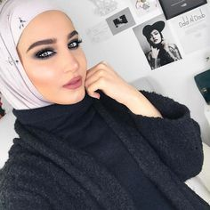 "16.2k Likes, 222 Comments - Dalal AlDoub  دلال الدوب (@dalalid) on Instagram: ""Today's makeup using Bobbi Brown X Ahood Collaboration ❤️ I'm so proud of Ahood ❤️ On the eyes…"""