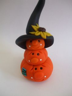 polymer clay stacked pumpkins by Kelseyy Sculpey Clay, Polymer Clay Figures, Polymer Clay Miniatures, Polymer Clay Projects, Polymer Clay Creations, Polymer Clay Halloween, Halloween Crafts, Halloween Pumpkins, Crea Fimo