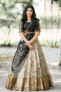 Party Wear Indian Dresses, Party Wear Lehenga, Indian Gowns Dresses, Indian Fashion Dresses, Dress Indian Style, Indian Wedding Outfits, Indian Designer Outfits, Half Saree Designs, Fancy Blouse Designs
