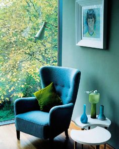 How to use Pantone's Colour of the Year in a stylish way in your home. We look at some of the best ways to add this fresh spring-like shade. Here we can see that Greenery works really well as an accent colour for dark paintwork.