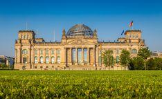 Top 20 Berlin Sehenswürdigkeiten für Touristen - 2019 (mit Fotos) Travel Around The World, Around The Worlds, Berlin, Taj Mahal, Louvre, Germany, Country, Building, Summer