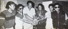 The Jackson brothers united :) - Cuteness in black and white ღ by ⊰ The Jackson Five, Randy Jackson, Michael Jackson Rare, Michael Love, Jackson Family, Rare Images, The Jacksons, Johnny Cash, Motown