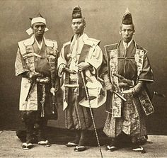 A Japanese old photograph.   The mission which was sent to each European country by the Japanese Shogunate. 1862.   Because they walked the town of Paris as these clothes, they seemed to be seen in people with eyes of the curiousness.