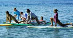 The sport of Stand Up Paddling (SUP) has really taken off. Athleta's intro guide to Paddle Yoga is a great place to begin your Stand Up Paddle Yoga training Paddle Board Yoga, Standup Paddle Board, Yoga Sequences, Yoga Poses, Outdoor Yoga, Outdoor Fitness, Sup Stand Up Paddle, Plank Pose