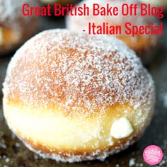 Bomboloni are irresistibly light and delicious Italian doughnuts that are fried, coated in granulated sugar, and traditionally stuffed with pastry cream. Italian Donuts, Italian Pastries, Italian Cookies, Köstliche Desserts, Delicious Desserts, Dessert Recipes, Yummy Food, Food Deserts, Delicious Donuts