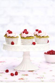 pistachio cupcakes with raspberry cream