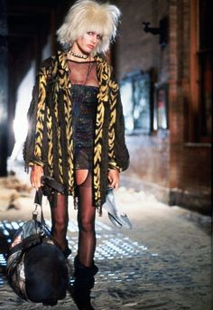 Our top sci-fi babes – Katrin Pusch Our top sci-fi babes Daryl Hannah in Blade Runner, and other sci fi babes inspired by Alexander Wang More images here: www. Daryl Hannah, Blade Runner Pris, Blade Runner 2049, Film Blade Runner, Film Science Fiction, Fiction Movies, Cyberpunk, Harrison Ford, Photo Rock