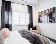 The Judges all loved the timeless glamour of @ronnieandgeorgia's guest bedroom. So did we! That artwork! What did you think? #9theblock #bedroom #roomreveals http://ift.tt/2uCuHPQ