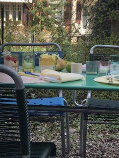Tischsets,Teellicher, Becher und Leineservietten in vielen schönen Farben Outdoor Tables, Outdoor Decor, Outdoor Furniture Sets, Home Decor, Napkins, Garden Furniture Sets, Mugs, Colors, Food