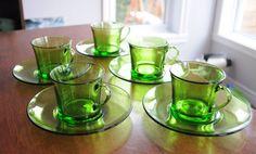 5 Tasses et soucoupes Duralex de couleur verte par 3rvintages