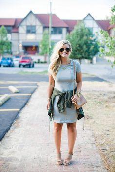 How to wear a t-shirt dress with shirt tied around your waist. Casual outfit inspiration.
