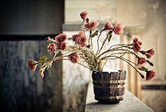 Absolutely eye-catching, deeply lovely floral arrangement in a vintage wooden bucket. Pretty In Pink, Beautiful Flowers, Vintage Flower Arrangements, Strange Flowers, Simple Pleasures, Garden Inspiration, Beautiful World, Garden Plants, Flower Power