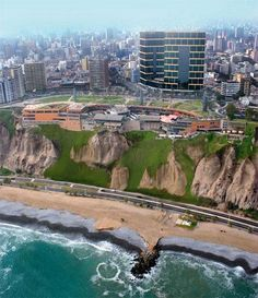 LIMA, PERU - Bairro Miraflores sobre um penhasco e defronte ao Oceano Pacífico. The building in the picture is a Mall. It was built into the side of the cliff. Very cool restaurant on the overhang. Oh The Places You'll Go, Places To Travel, Places To Visit, Machu Picchu, Bolivia, Ecuador, Rio De Janerio, Lima City, Uruguay