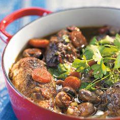Kukkoa viinissä (Coq au vin) Egg Recipes, Wine Recipes, Food N, Food And Drink, Best Food Ever, Pot Roast, Poultry, Stew, Slow Cooker