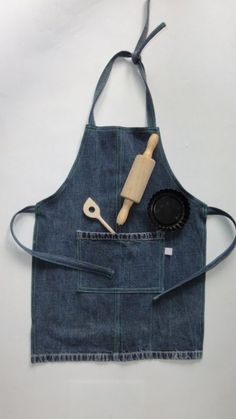 Kinderschort jeans 2019 Kinderschort jeans The post Kinderschort jeans 2019 appeared first on Denim Diy. Recycle Jeans, Diy Jeans, Jean Apron, Cute Aprons, Denim Ideas, Denim Crafts, Sewing Aprons, Apron Designs, Creation Couture