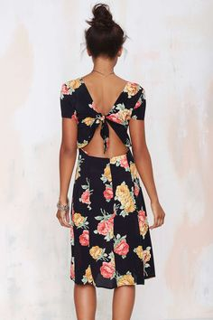 Love the back of this cute floral dress!