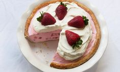 Strawberry Mousse Pie Recipe | Dr.Oetker