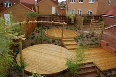 Terrasses bois circulaires – ©The Paving and Landscape Company