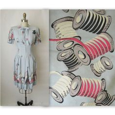 40's Novelty Print Dress // Vintage 1940's par TheVintageStudio