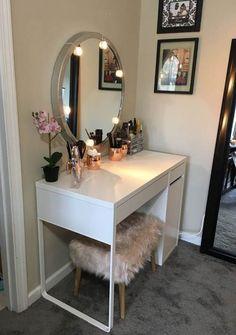 Beste Make-up-Tisch-Ideen jihanshanum% Make-up-Ideen Bedroom Vanity Ikea, Bedroom Makeup Vanity, Makeup Table Vanity, Makeup Rooms, Room Decor Bedroom, Diy Room Decor, Makeup Vanities, Home Decor, Ikea Makeup