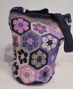 Crochet bag. African flower pattern