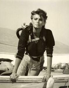 1957 - Boy on a Dolphin, Sophia Loren Classic Actresses, Actors & Actresses, Hollywood Actresses, Queen Sophia, Sophia Loren Images, Rita Moreno, Surf, Gina Lollobrigida, World Most Beautiful Woman