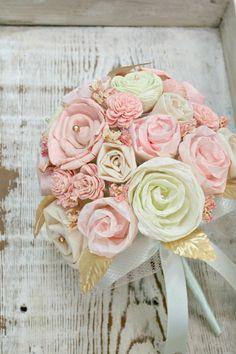 Pastel Mint and Pink Handmade Bride's Alternative door TheSunnyBee