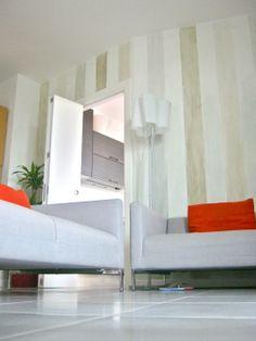 decorazione muro a righe verticali in velatura, colori ecologici
