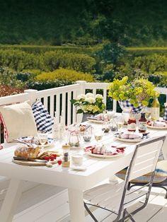 Wir freuen uns schon wieder darauf, endlich wieder draußen zu frühstücken. Wie unser Tisch dann gedeckt ist? Genau so ...