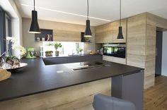 Elegante Barlösung integriert in der Ko. Kitchen Island Storage, Modern Kitchen Island, Modern Kitchen Design, Interior Design Kitchen, Kitchen Islands, Kitchen Layout, Kitchen Decor, Kitchen Walls, Decorating Kitchen