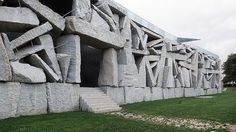 Incredible Stone Facade Design to Spike up Design of Buildings Architecture Artists, Brick Architecture, Architecture Details, Creative Architecture, Stone Facade, Stone Masonry, Materials And Structures, Tadelakt, Concrete Structure