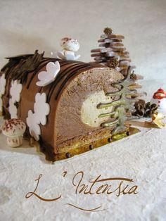 BUCHE L'INTENSIA (dacquoise amandes/noisettes, croustillant feuilletine, crémeux praliné, mousse au chocolat noir, glaçage au praliné)