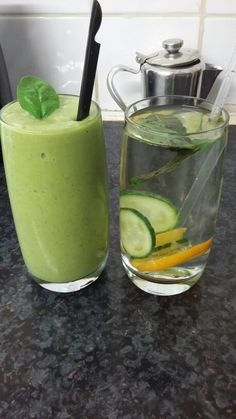 Breakfast: skin glowing smoothie and detox water.   Recipe: -1/2 to 1 cup plain water  -2 bananas frozen  -1 cup chopped pineapple (frozen or fresh) -1 cup chopped mango (frozen or fresh) -2 cups spinach or kale  -1/2 avocado  -1 tbsp flaxseed (optional if your replacing this smoothie as a meal)  Heres the link where i got the recipe from:  http://sallysbakingaddiction.com/2014/08/18/glowing-skin-smoothie/ #cleaneating #healthy #healthyrecipes