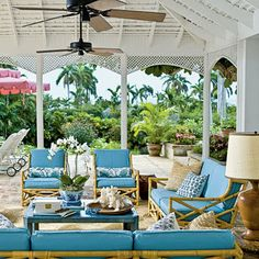 love love love this outdoor living room