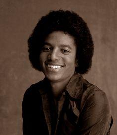 Throwback: Michael Jackson and The Jacksons w/ Janet & LaToya photoshoot Jackson Family, Jackson 5, Indiana, The Jacksons, African American History, Beautiful Smile, American Singers, Pop, Music Artists