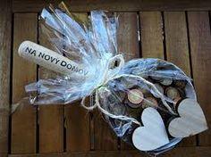 Výsledek obrázku pro dárky z peněz Hanukkah, Diy And Crafts, Presents, Wreaths, Gifts, Wedding, Home Decor, Ideas, Mariage