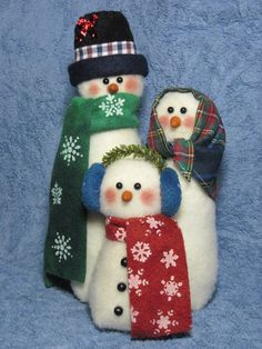 Snowman pattern: Snowman Family 409 by adelinescrafts on Etsy Snowman Christmas Decorations, Christmas Snowman, Rustic Christmas, Holiday Ornaments, Christmas Themes, Christmas Stockings, Christmas Crafts, Felt Snowman, Snowman Crafts