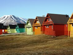 The houses tend to be colourful in Longyearbyen, Svalbard. Norway Vacation, Norway Travel, Vacation Spots, Svalbard Norway, Longyearbyen, Norway Viking, Arctic Circle, Lofoten, Architecture Details