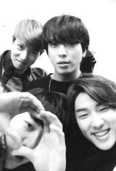 #CNBLUE  selfie