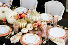 tips for how to set an elegant rose gold fall table, using copper chargers, fresh white pumpkins, gold and mercury glass pumpkins and roses Dinner Table Centerpieces, Lighted Centerpieces, Pumpkin Centerpieces, Thanksgiving Table Settings, Thanksgiving Tablescapes, Thanksgiving Decorations, Thanksgiving 2020, Fall Decorations, Wedding Decorations