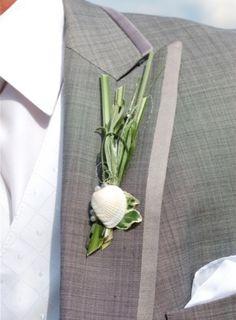 47 Pretty Beach Wedding Boutonnieres | HappyWedd.com