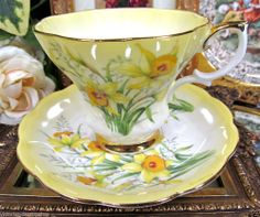 ROYAL ALBERT LYRIC SHAPE YELLOW TEA CUP AND SAUCER DAFFODIL PATTERN TEACUP