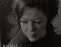 """""""Buquê de ruídos úteis   o dia. O tom mais púrpura   do avião sobressai   locomovida rosa pública"""".   Natália Correia"""