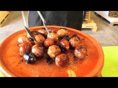 ▶ Novedoso quemador de barro para asar carnes, pescados y verduras. Ideal para su horno de leña. - YouTube