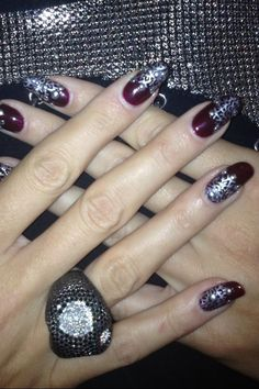 Heidi Klum's Oxblood and Silver Nails for the EMA's #beauty #nailart