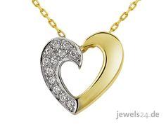 Moderner, eleganter Halsschmuck, eine Halskette in Gelbgold mit einem Herz Anhänger und einer feinen Anker-Kette. Der Herz Anhänger trägt halbseitig 12 weisse Diamanten Die Diamanten sind im klassischen Brillant Schliff und im sog. Verschnitt gefasst. Die Kette von www.jewels24.de - Ihrem online Juwelier aus Deutschland ist ein schönes Geschenk zum Valentinstag. Edlen und günstigen Diamantschmuck gibts in unserem Online - Schmuck - Shop. #kette #valentinstag #jewels24 #geschenk #schmuck