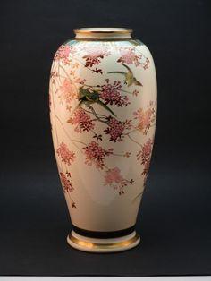 c1920 Fine antique Taisho Period Japanese Satsumo vase, signed with Shimazu Crest (Rear View).