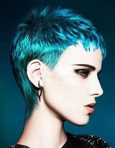 pixie+frizurák,+rövid+frizurák+-+pixie+frizura+kék-zöld+hajszínnel